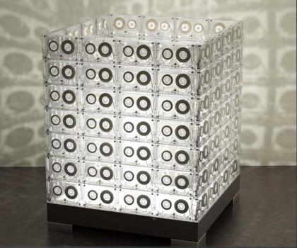 Transparent House: construyendo lámparas con cassettes