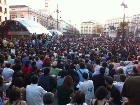 El 15-M convoca mañana en el Congreso y el miércoles en Ferraz y Génova