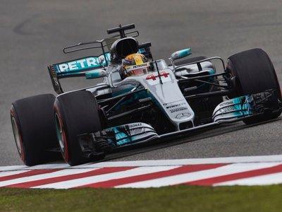 Lewis Hamilton sigue reinando en clasificación con Ferrari al ataque