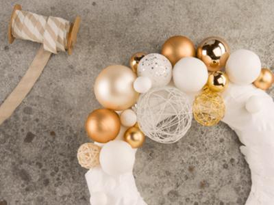 Si te gusta el DIY ¿Qué te parece esta corona de Navidad hecha en una hora?