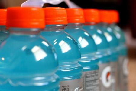 ¿Tiene sentido hidratarse con bebidas isotónicas?