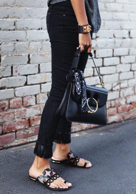 Duelo de flecos: ¿quién luce mejor los pantalones de Paige?