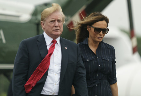 """El último look de Melania Trump roza el """"low-cost"""" y se decanta por un vestido rebajado de menos de 200 euros"""