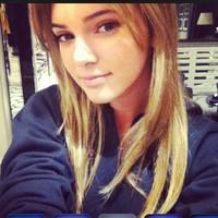 Kendall Jenner, si culo ve, culo quiera...ella también se pasa al rubio