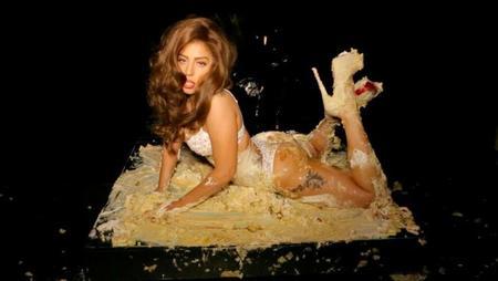 Lady Gaga se hace un Leticia Sabater en el vídeo de 'Cake'
