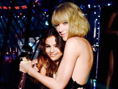 ¿Taylor Swift se ha operado el pecho? Más grande sí que parece...