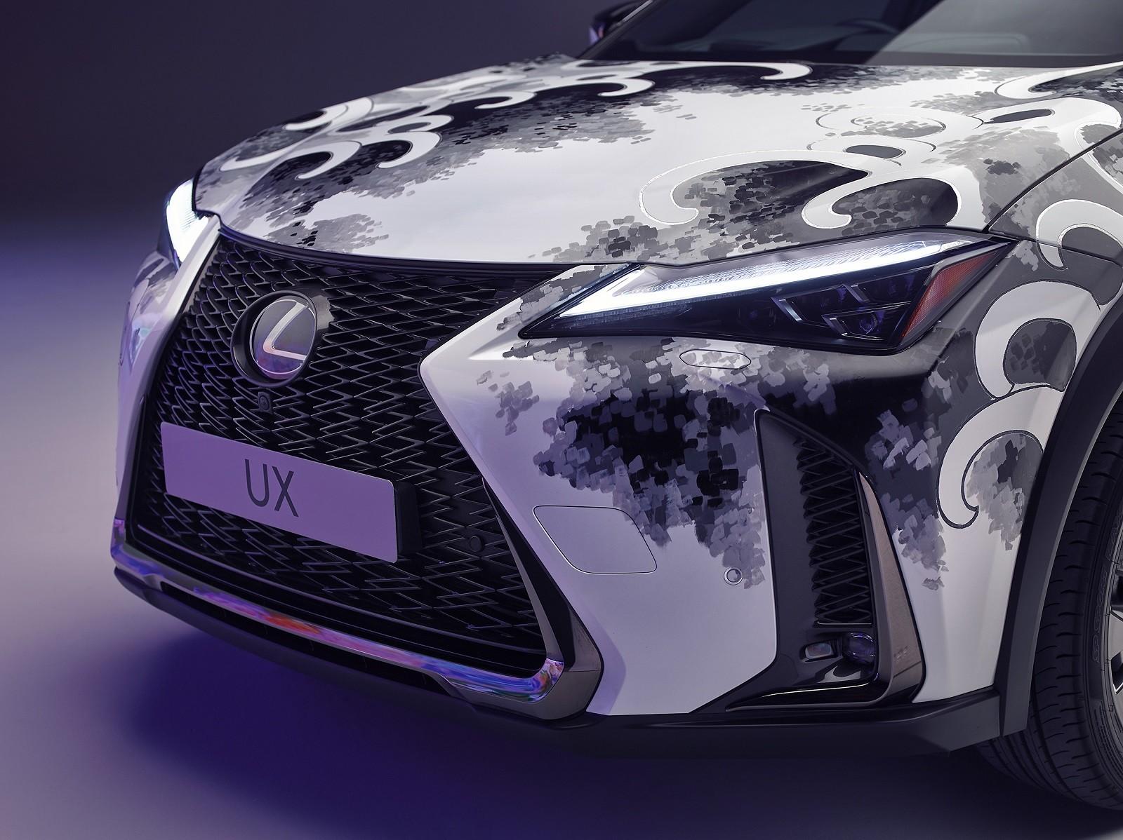 Foto de Lexus UX tatuado (23/27)