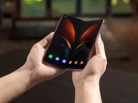 Samsung Galaxy Fold vs Galaxy Z Fold 2, todo lo que ha cambiado en el móvil plegable de Samsung