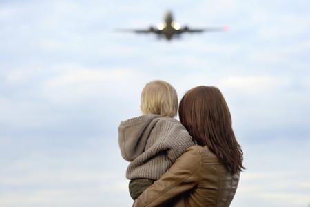 Primer viaje con el bebé: consejos básicos para subir al avión