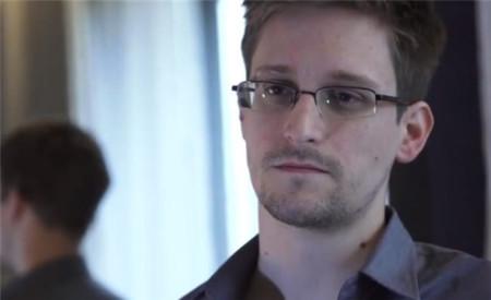 La NSA está considerando darle la amnistía a Edward Snowden