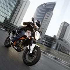 ktm-690-duke-reinventada-18-anos-despues
