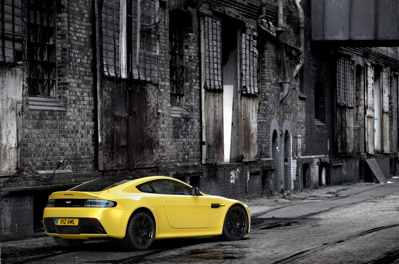 Foto de Aston Martin V12 Vantage S (2/34)