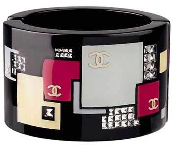 Las pulseras anchas, lo último en accesorios