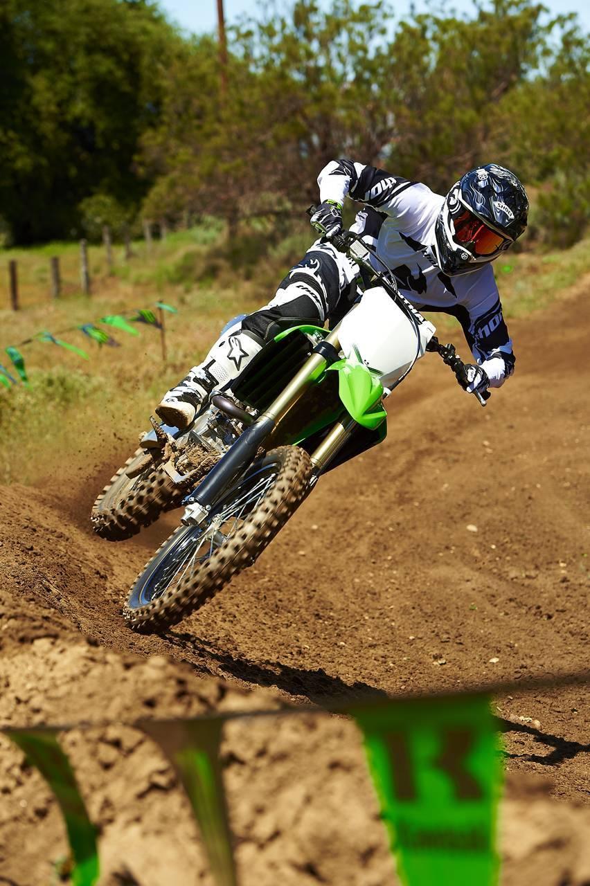 Foto de Nueva Kawasaki KX450F 2013: de la experiencia del AMA Supercross y Motocross a tu garaje (Acción) (17/42)