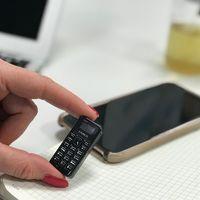 El móvil más pequeño del mundo sólo pesa 13 gramos y tiene la altura de dos monedas de euro