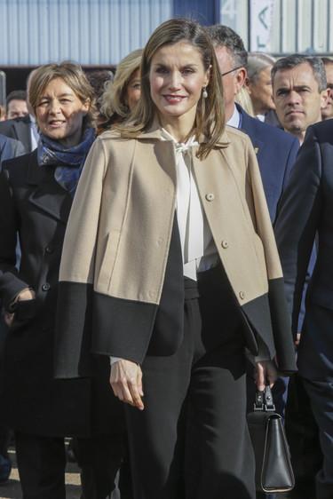 Los últimos looks de Doña Letizia no nos gustan, son aburridos y 'abueliles'