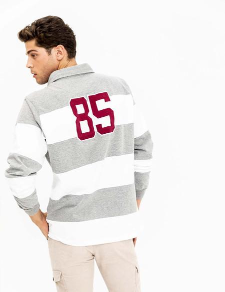 La camiseta polo de Scotta 1985 se inspira en el rugby para sumar un look deportivo a los looks de invierno