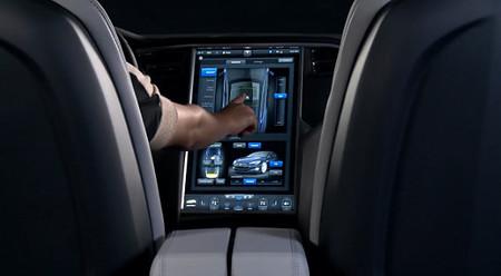 Así funciona la pantalla táctil de 17 pulgadas del Tesla Model S