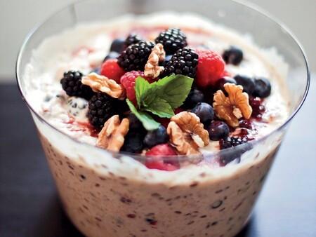 Desayuno saludable para niños: muesli con frutas. Receta fácil y rápida