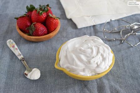 Cómo hacer nata vegana para montar fácilmente con leche de coco, para disfrutar tal cual o utilizar en recetas