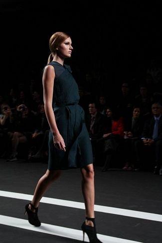Miguel Palacio verde vestido
