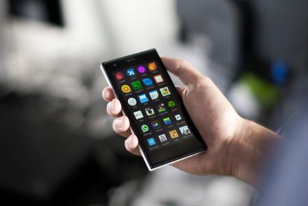 El teléfono Jolla en las manos de sus primeros compradores, con recuerdos de Nokia