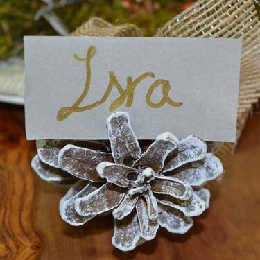 14 ideas fáciles, bonitas (y low cost) para marcar los sitios en tus mesas de Navidad