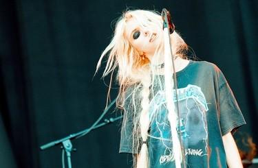Taylor Momsen cuelga los hábitos de la representación para dar el cante