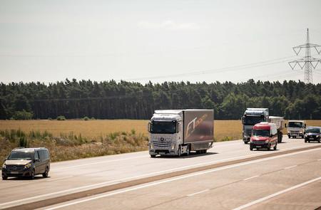 Mercedes-Benz ahora se apunta a los camiones autónomos con su  Future Truck 2025