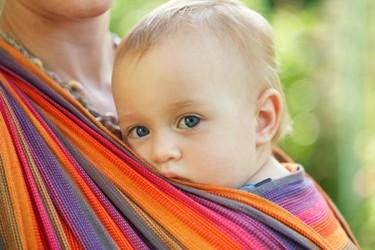 ¿Cómo usar el cabestrillo portabebés de manera segura?