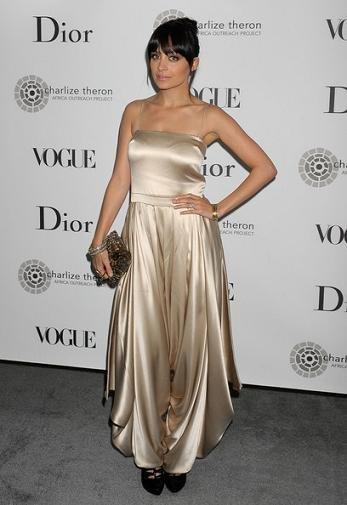 Celebrities de gala benéfica con Dior y Vogue: los looks de Nicole Richie, Charlize Theron y Lydia Hearst