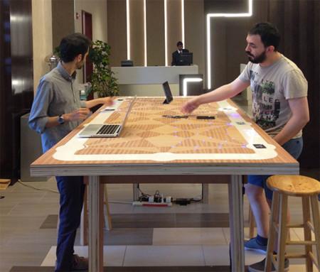 6 Degrees, una mesa interactiva de Marriott y el MIT busca tu 'media naranja' profesional