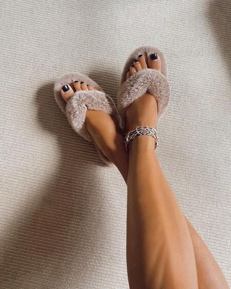 Cinco zapatillas de pelo para andar por casa (o salir a la calle) que se inspiran en las de Celine: adelántate a la tendencia