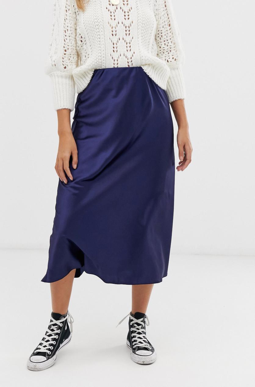 Falda midi azul marino de satén cortada al bies de New Look