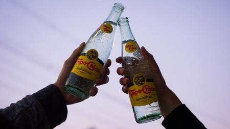 Ya puedes comprar la legendaria agua mineral Topo Chico en CDMX, te decimos dónde y cuánto cuesta