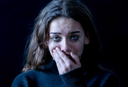 Señales de alerta y qué hacer si crees que tu hija adolescente puede estar siendo víctima de violencia de género