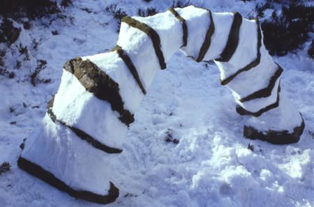 Arco de nieve y rocas