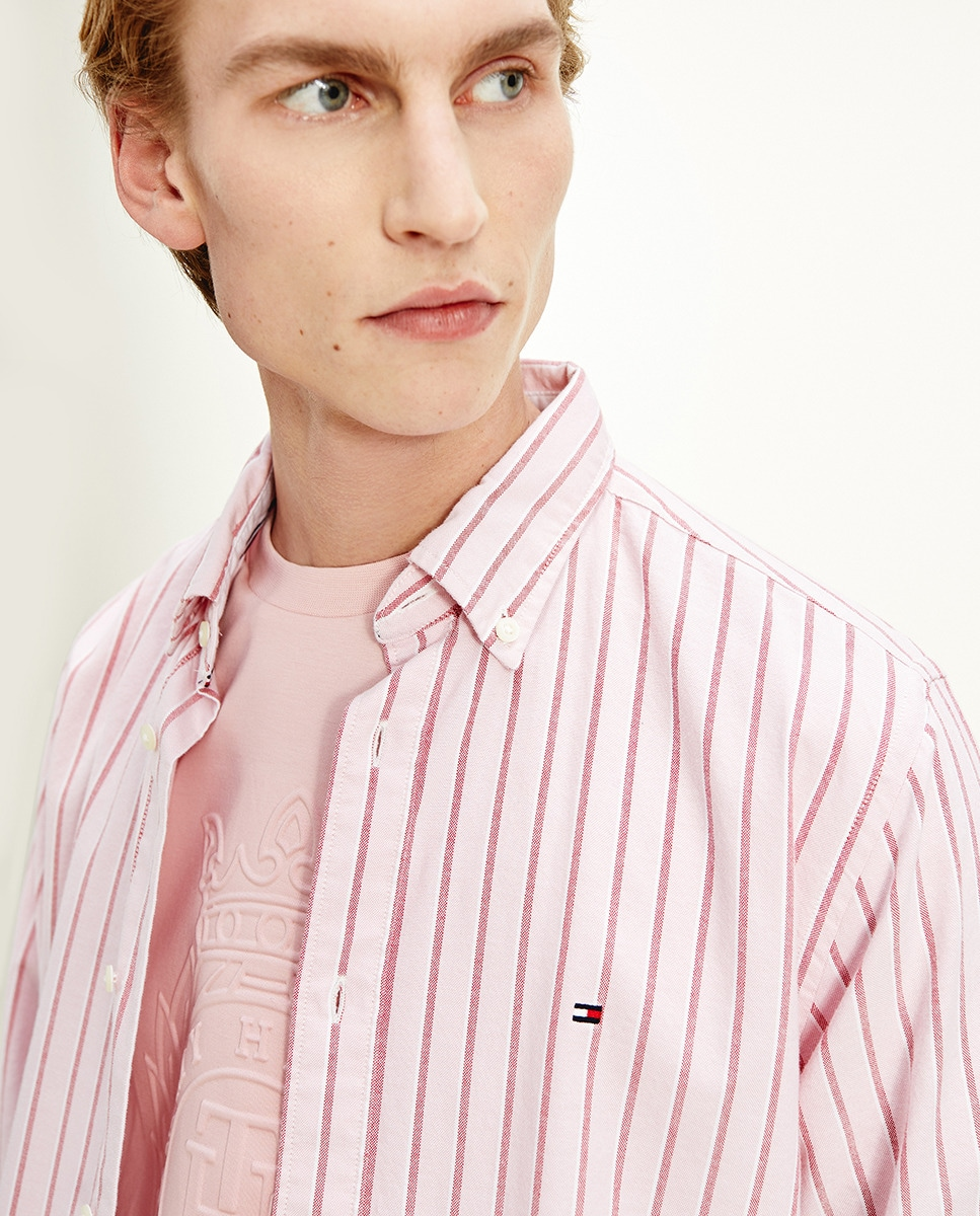 Camisa de hombre regular de manga larga y rayas rosa