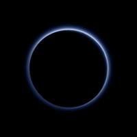 Plutón aún tiene sorpresas, la NASA confirma un cielo azul y una superficie de agua helada