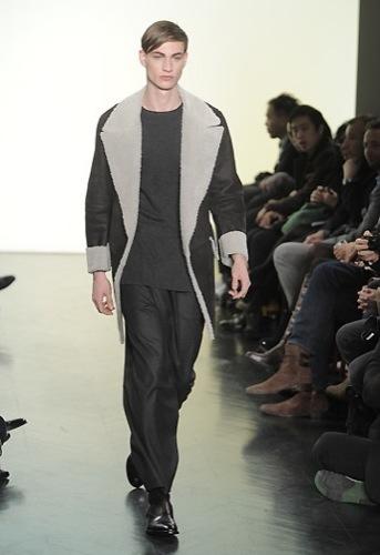Yves Saint Laurent, Otoño-Invierno 2010/2011 en la Semana de la Moda de París. Borrego
