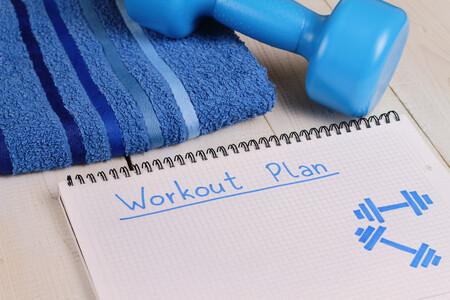 entrenamiento-rutina-fuerza-series-ejercicios-repeticiones-descansos