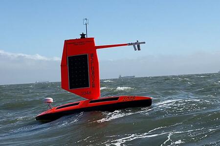 Así se ve por dentro un huracán: este dron montado en una tabla de surf capturó imágenes desde el interior de uno