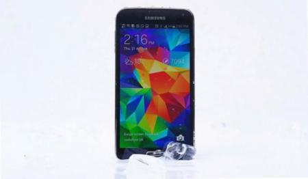 Samsung utiliza el Ice Bucket Challenge para burlarse del iPhone y sus competidores