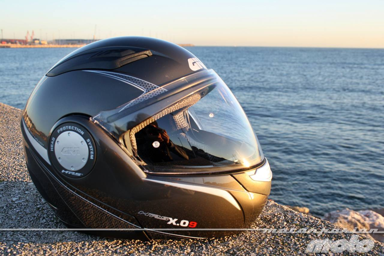 Foto de GIVI X.09, prueba del casco modular convertible a jet (1/38)
