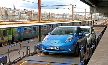 Nissan LEAF a bordo de un tren