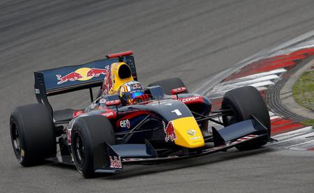 Carlos Sainz Jr y Roberto Merhi, doblete español en la Fórmula Renault 3.5 en Nürburgring