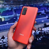 """La venta de Honor es oficial: Huawei se desprende de su submarca de móviles tras estar """"bajo una tremenda presión"""""""