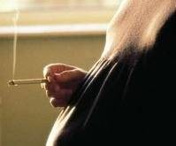 Embarazadas que fuman durante la gestación reducen la fertilidad de su bebé si es varón