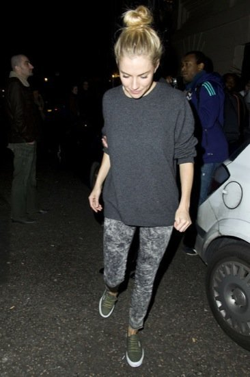 Sienna Miller pantalones acid