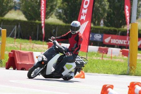 Prueba Honda EV-Neo slalom Miki 4